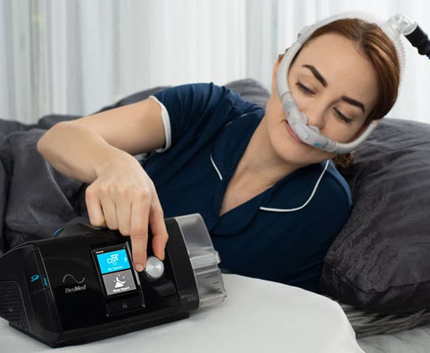 woman adjusting humidity on her CPAP
